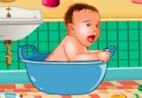 لعبة تنظيف بيبي هازل في الحمام